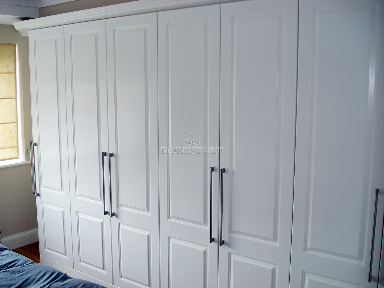 Белый распашной шкаф из МДФ