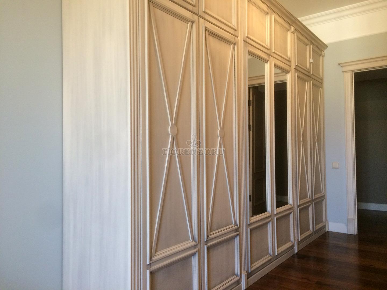 Распашной шкаф в узкий коридор