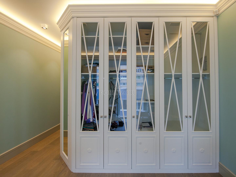 Белый гардеробные шкаф