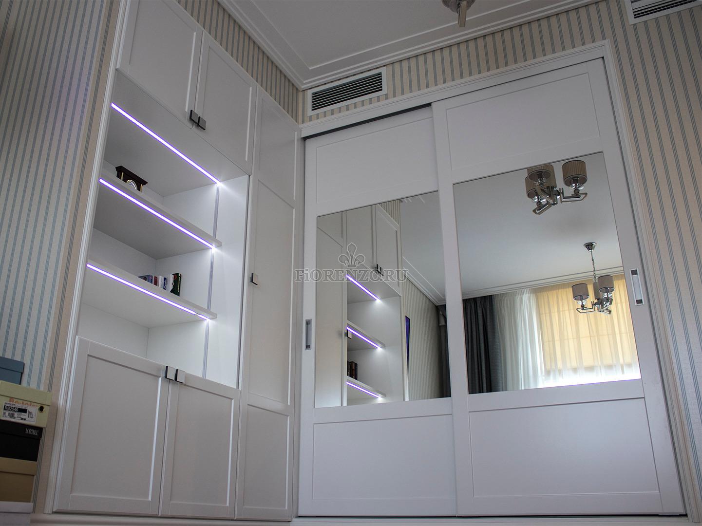 Встроенный шкаф с подсветкой и шкаф-купе вид снизу