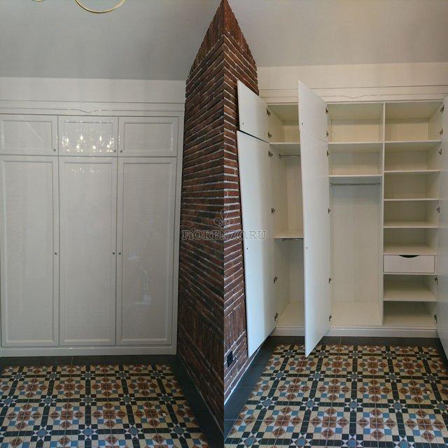 Трехстворчатый шкаф в прихожую