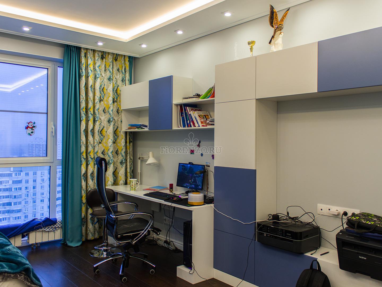 Шкаф и рабочее место в детской