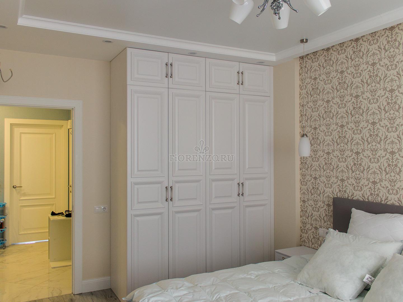 Шкаф в спальню с антресолями