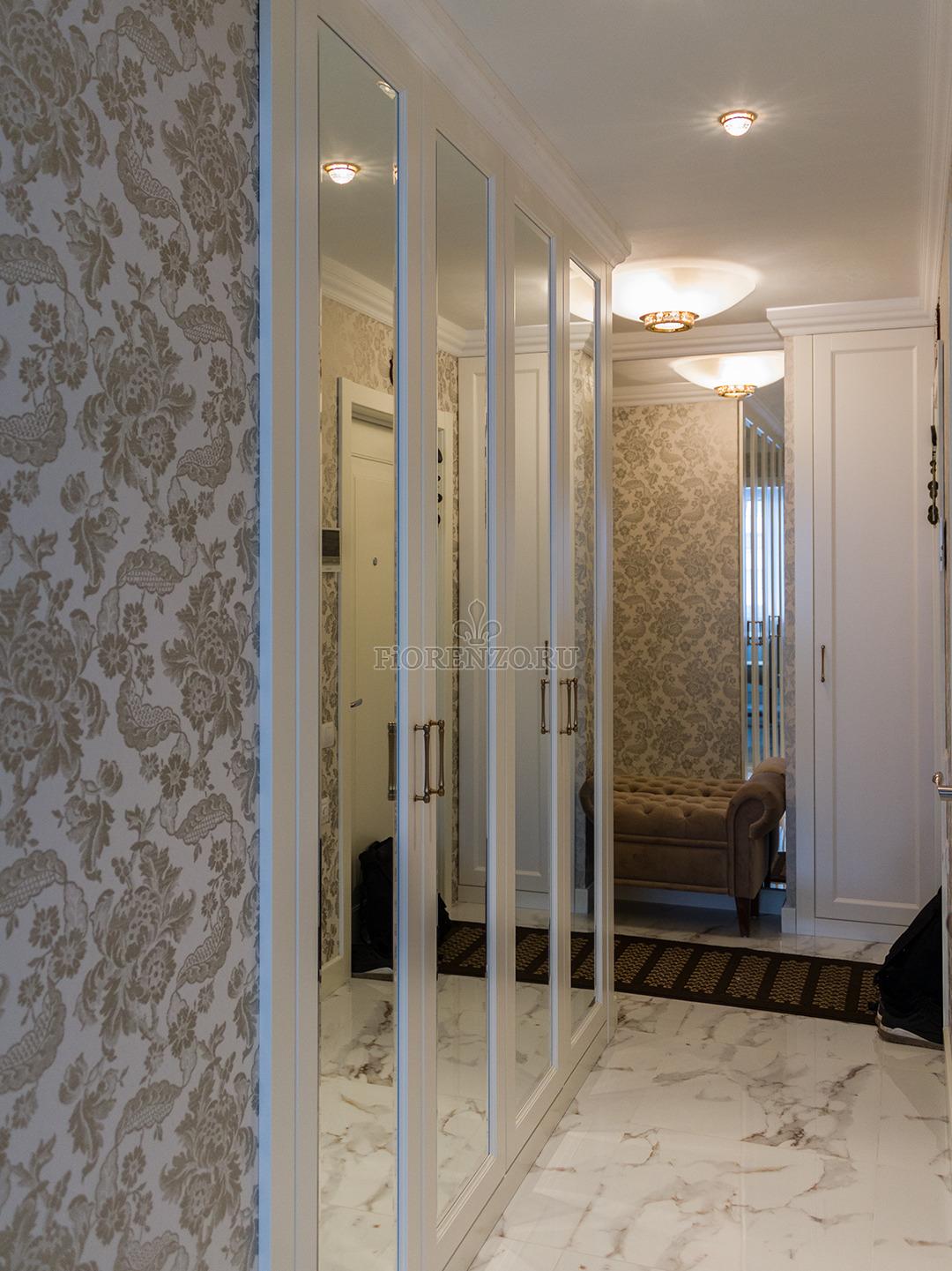 Встроенный зеркальный шкаф