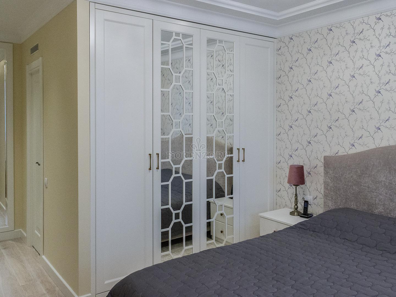 Белый встроенный шкаф для спальни