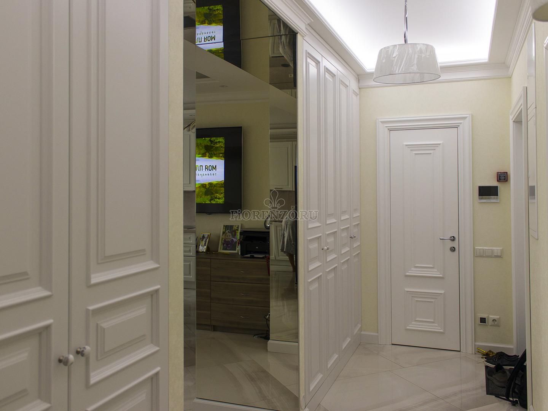 Шкафы и зеркальный портал