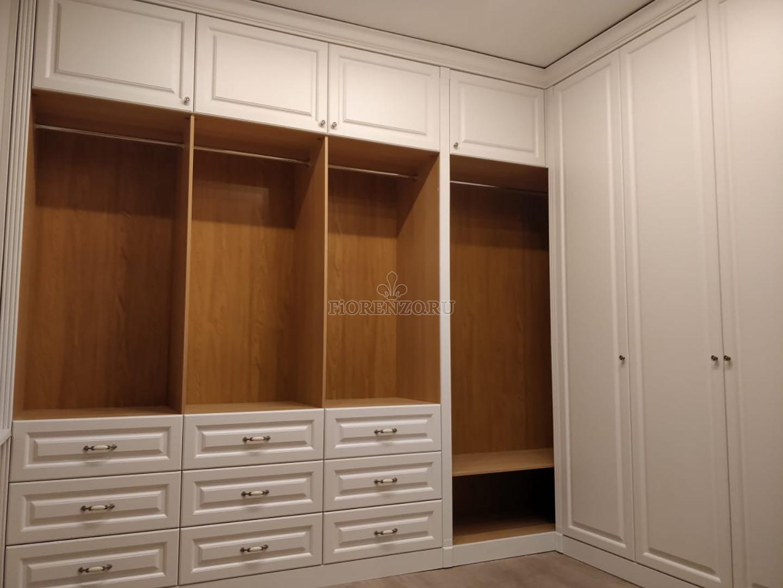 Угловой гардеробны шкаф