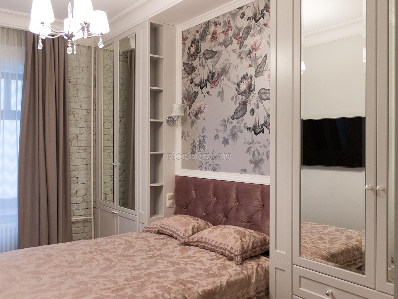 Шкафы у изголовья кровати